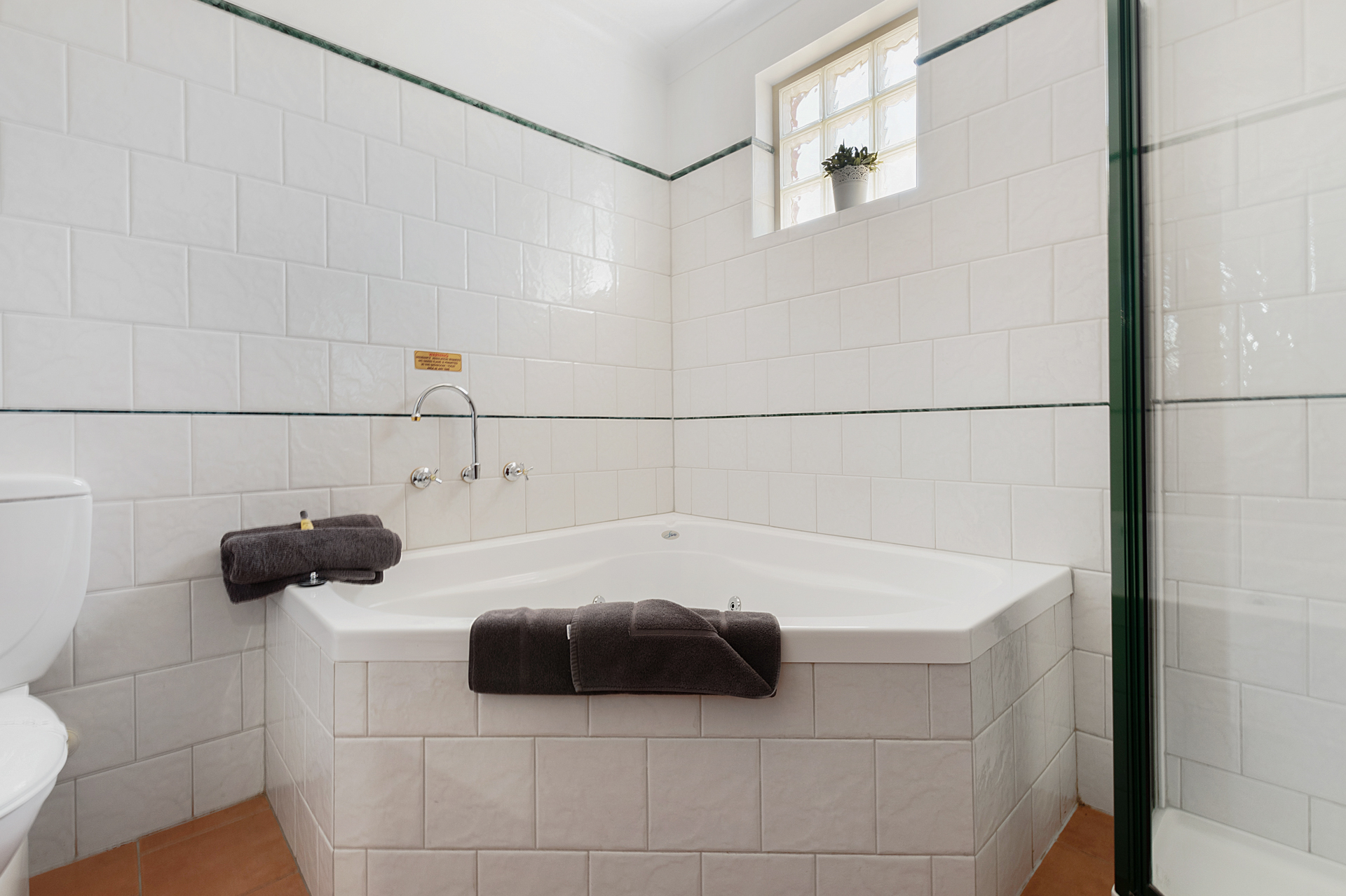 King Spa Suite Bathtub