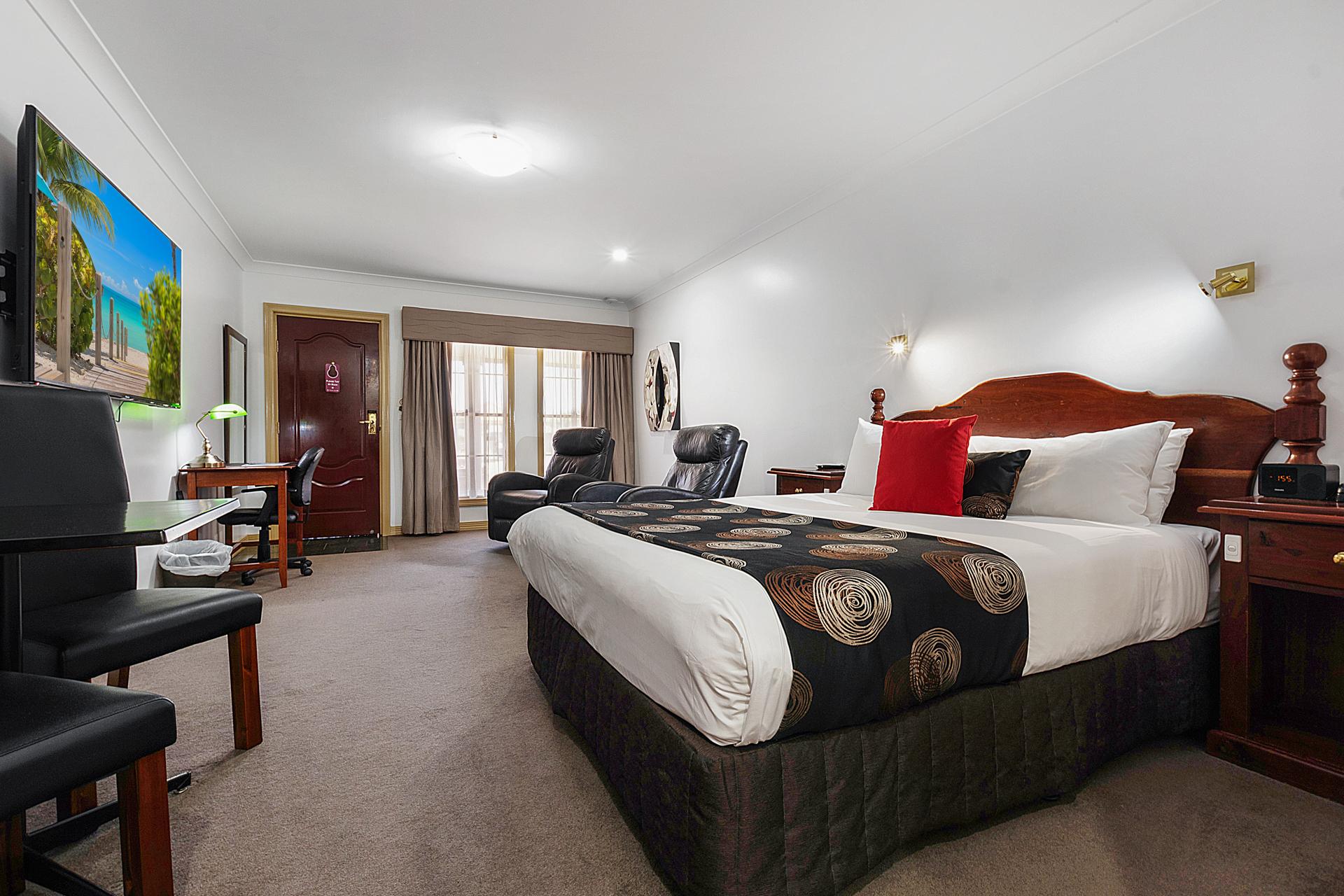 Queen Suite Bed